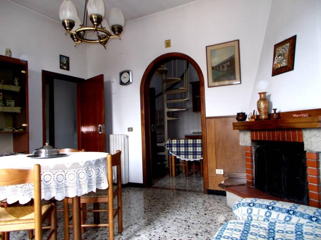 Soluzione Indipendente in vendita a Pieve a Nievole, 6 locali, prezzo € 133.000   CambioCasa.it