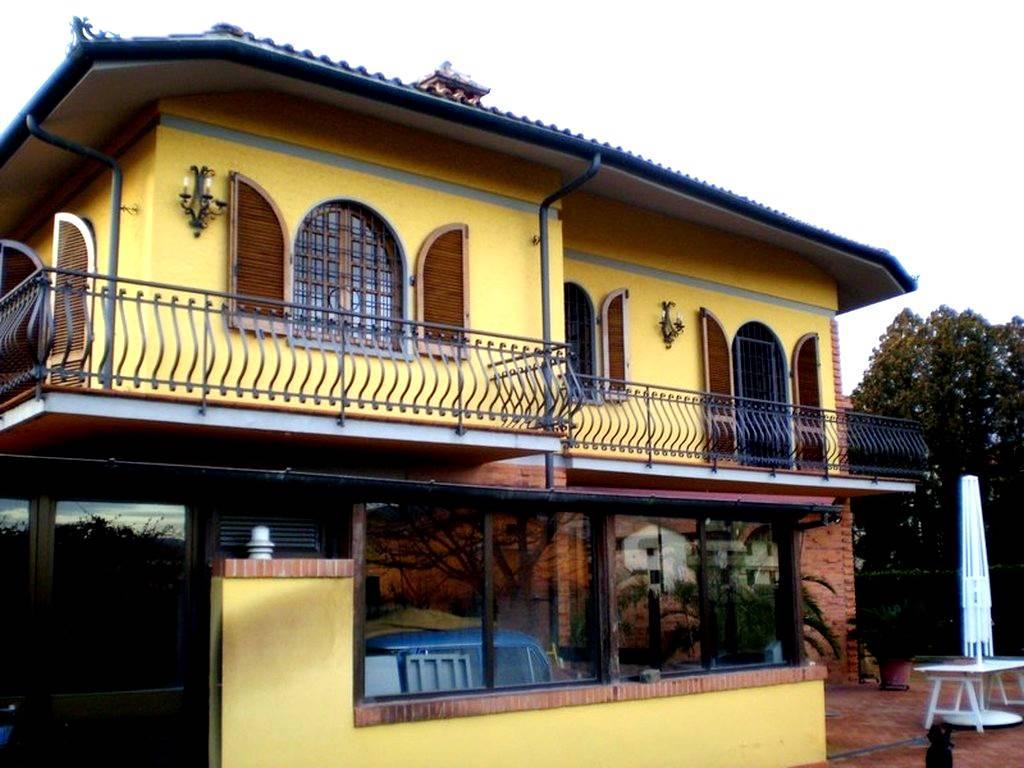 Villa in vendita a Pieve a Nievole, 8 locali, prezzo € 460.000   Cambio Casa.it