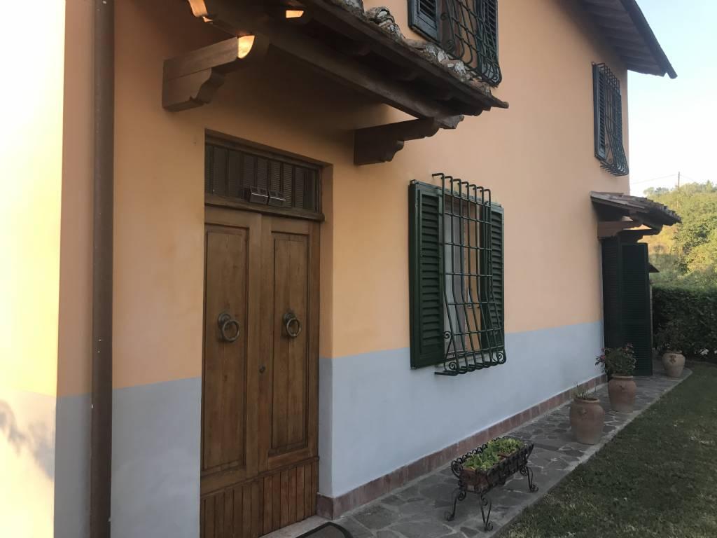 Villa in vendita a Castelfiorentino, 7 locali, prezzo € 200.000 | CambioCasa.it