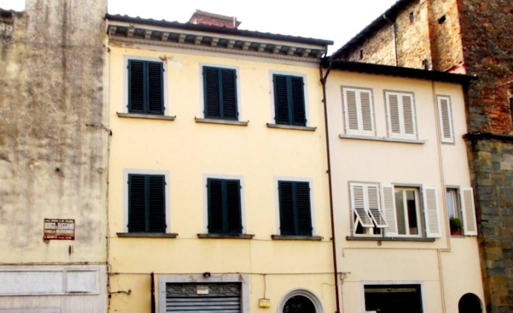 Palazzo / Stabile in vendita a Buggiano, 16 locali, zona Zona: Borgo a Buggiano, prezzo € 395.000 | CambioCasa.it
