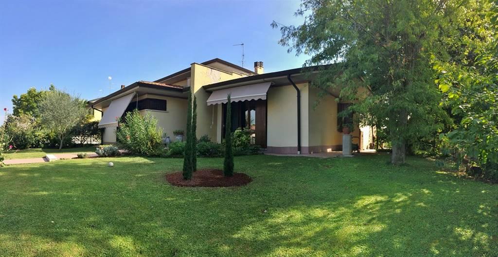 Villa in vendita a Castel d'Ario, 8 locali, zona Zona: Centro Urbano, prezzo € 310.000 | Cambio Casa.it