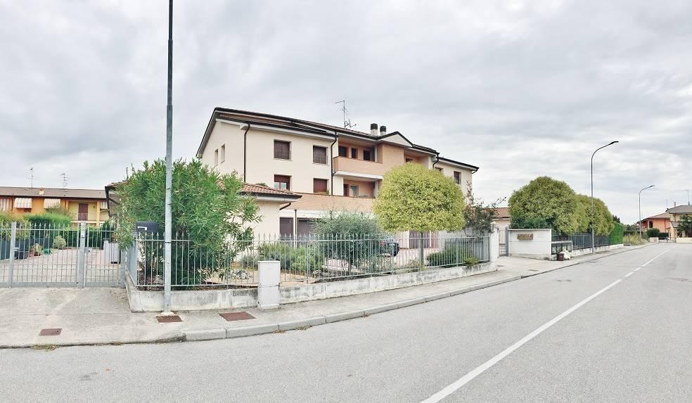 Appartamento in vendita a Roncoferraro, 3 locali, prezzo € 89.000 | Cambio Casa.it