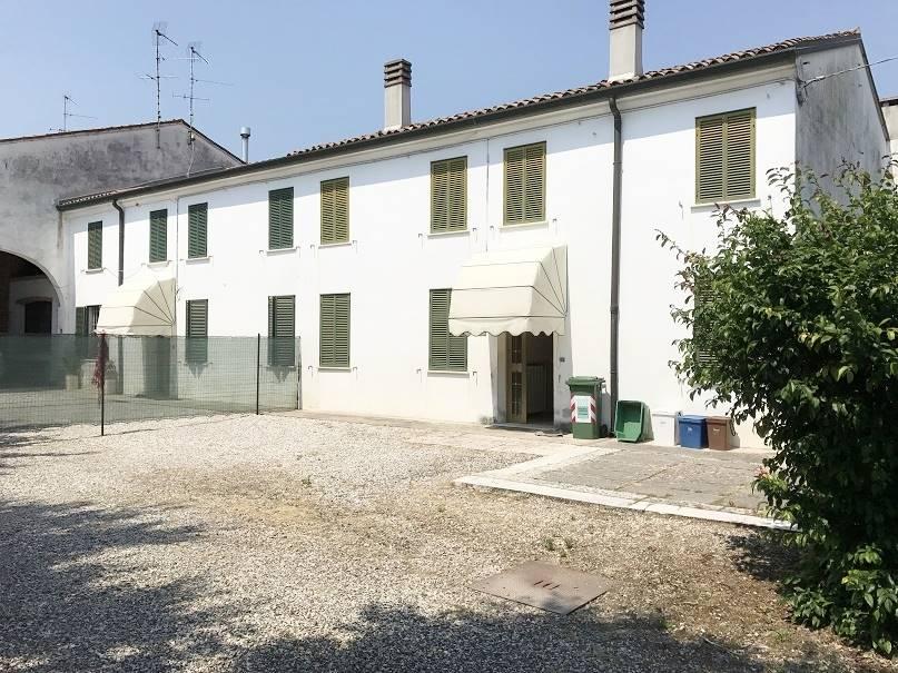 Villa a Schiera in vendita a Castel d'Ario, 6 locali, zona Zona: Centro Urbano, prezzo € 79.000   Cambio Casa.it