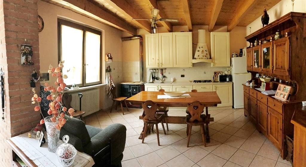 Rustico / Casale in vendita a Roncoferraro, 7 locali, zona Zona: Villa Garibaldi, prezzo € 185.000 | CambioCasa.it