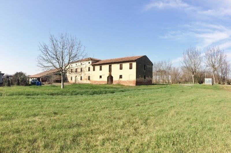 Rustico / Casale in vendita a Roncoferraro, 8 locali, zona Località: GAROLDA, prezzo € 50.000 | CambioCasa.it