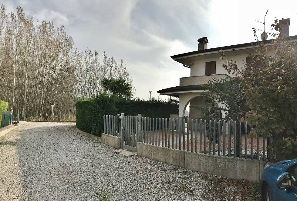 Villa Bifamiliare in Vendita a Castelbelforte
