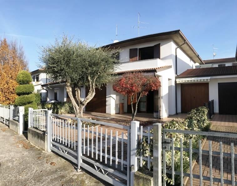 Villa a Schiera in Vendita a Castel d'Ario