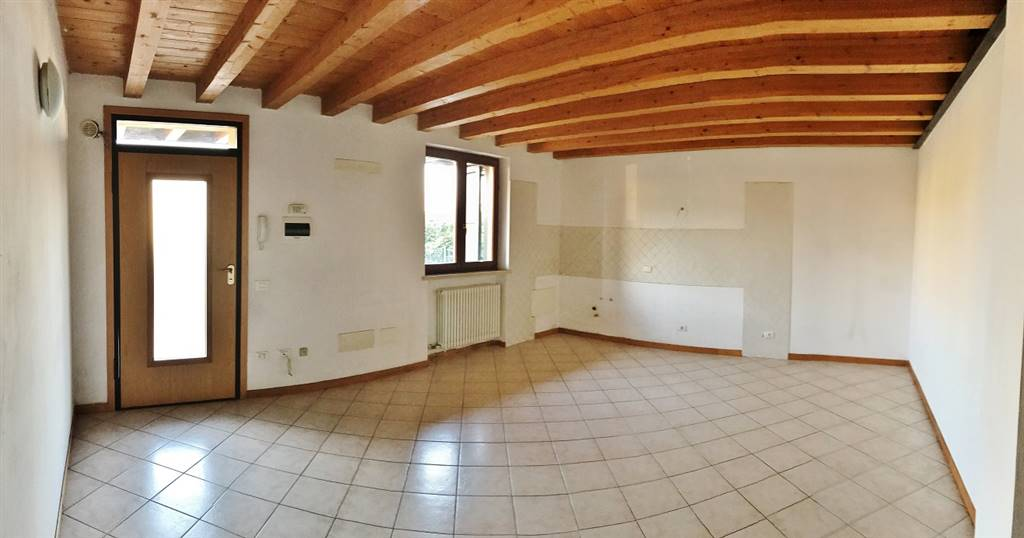 Appartamento in vendita a Castelbelforte, 3 locali, prezzo € 45.000   CambioCasa.it