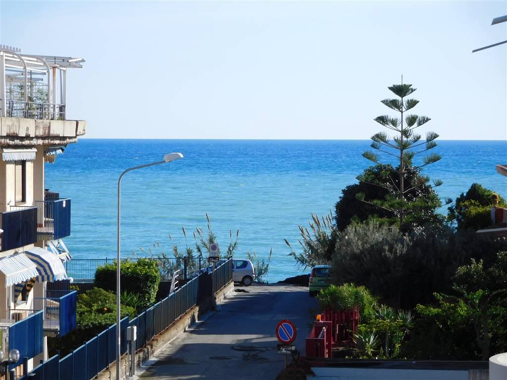 Appartamento in vendita a Giardini-Naxos, 2 locali, zona Località: RECANATI, prezzo € 140.000 | Cambio Casa.it