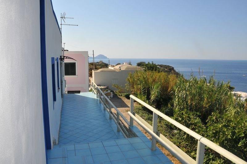 Appartamento in vendita a Ponza, 5 locali, zona Zona: Le Forna, prezzo € 288.000 | CambioCasa.it