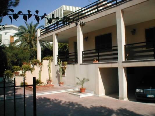 Villa in affitto a Siracusa, 5 locali, prezzo € 800 | CambioCasa.it