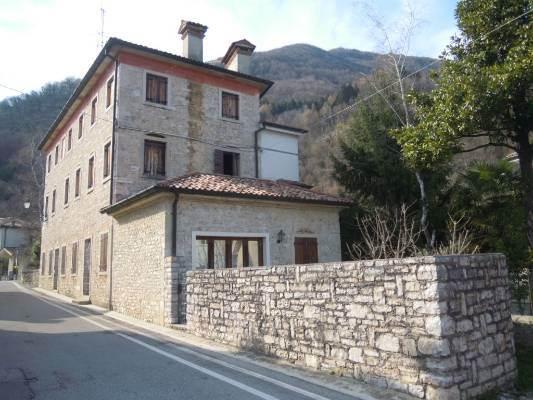 Rustico / Casale in vendita a Follina, 10 locali, prezzo € 250.000 | CambioCasa.it