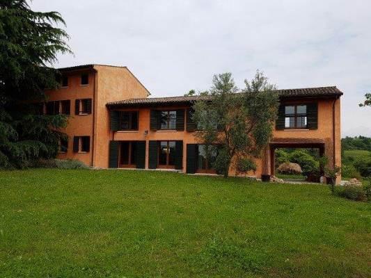 Rustico / Casale in vendita a San Pietro di Feletto, 14 locali, prezzo € 670.000 | CambioCasa.it