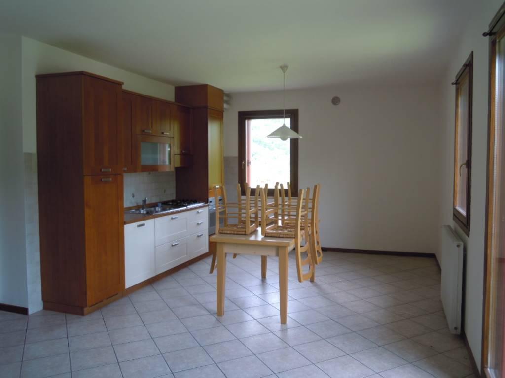 Appartamento in affitto a Miane, 4 locali, prezzo € 400 | CambioCasa.it