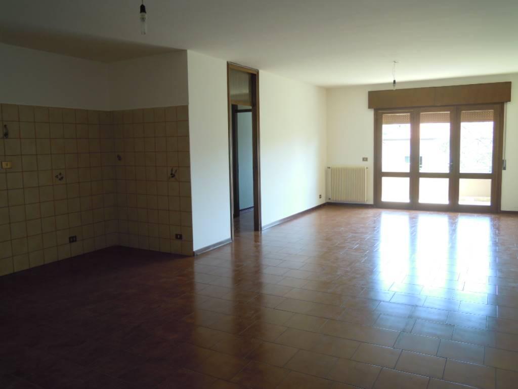 Appartamento in affitto a Pieve di Soligo, 4 locali, zona Zona: Solighetto, prezzo € 400 | CambioCasa.it
