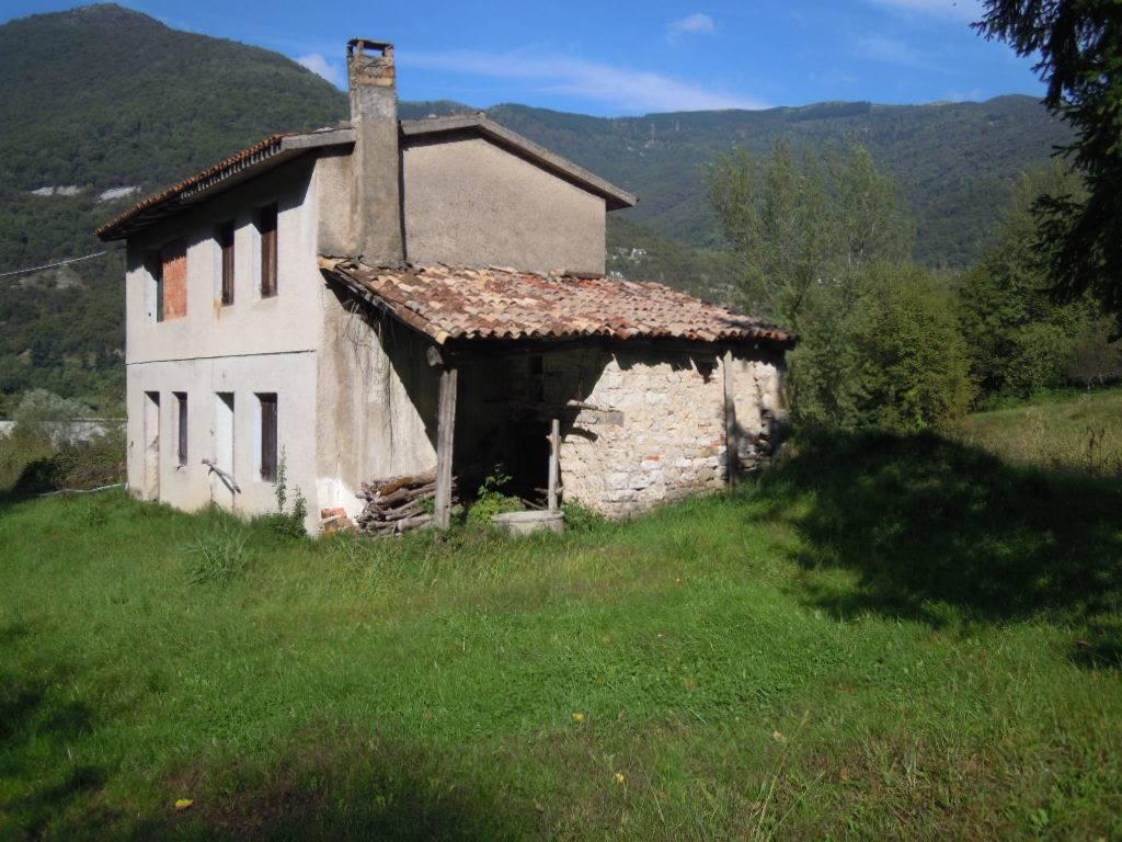 Rustico / Casale in vendita a Revine Lago, 2 locali, prezzo € 150.000 | CambioCasa.it