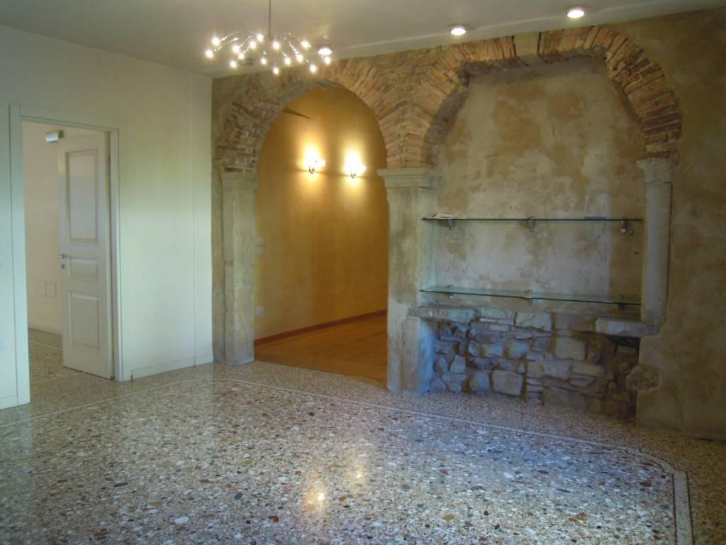 Ufficio / Studio in affitto a Follina, 4 locali, prezzo € 600 | CambioCasa.it
