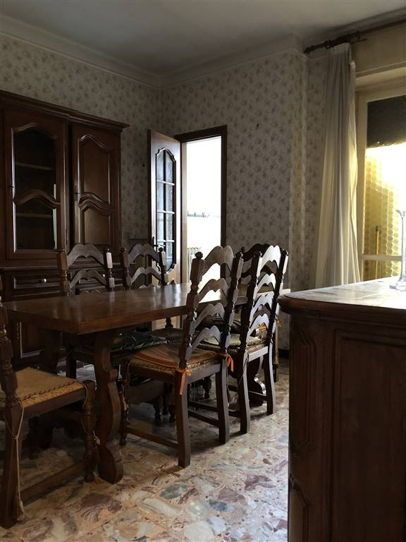 Appartamento in vendita a Alessandria, 4 locali, zona Zona: Centro-P.zza Garibaldi, prezzo € 80.000   CambioCasa.it