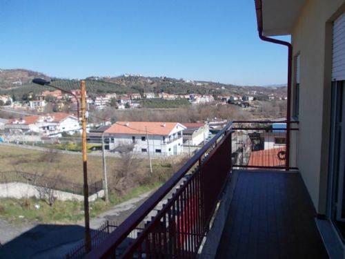 Appartamento in vendita a Castrolibero, 5 locali, prezzo € 110.000 | CambioCasa.it