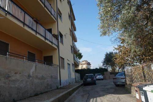 Appartamento in vendita a Cosenza, 5 locali, prezzo € 120.000 | CambioCasa.it