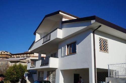 Villa in vendita a Mendicino, 9 locali, zona Zona: Rosario, prezzo € 290.000 | CambioCasa.it