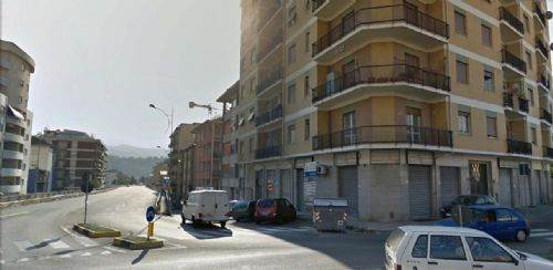 Immobile Commerciale in Affitto a Cosenza