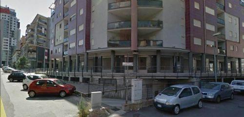 Attività commerciale Bilocale in Affitto a Cosenza
