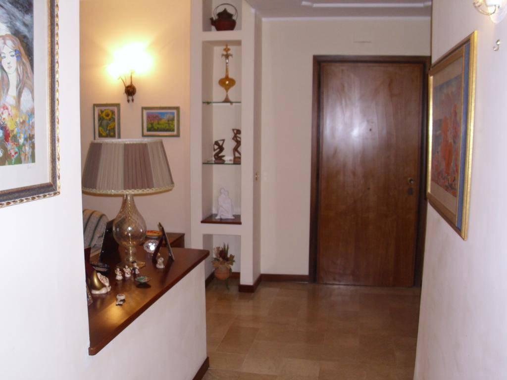 Appartamento in vendita a Cosenza, 6 locali, zona Zona: Città 2000, prezzo € 180.000 | CambioCasa.it