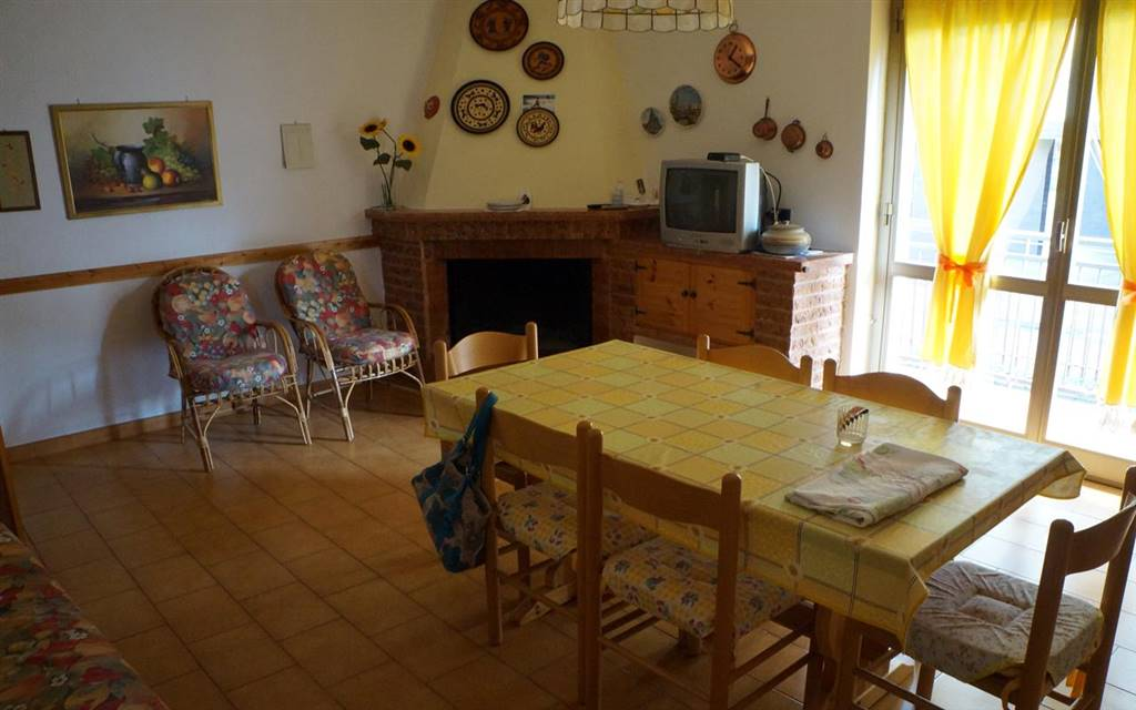 Villa in vendita a Spezzano della Sila, 6 locali, zona Zona: Camigliatello Silano, prezzo € 170.000 | CambioCasa.it