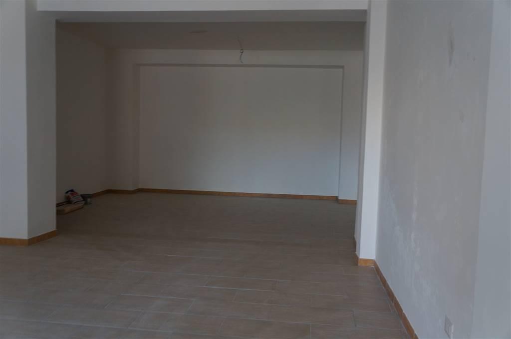 magazzino-deposito  in Affitto a Cosenza