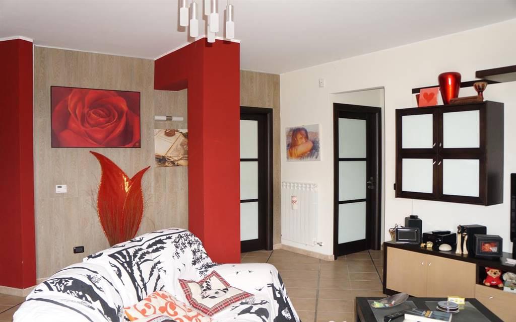 Appartamento in vendita a Mendicino, 4 locali, zona Zona: Di Pasquali, prezzo € 135.000   CambioCasa.it