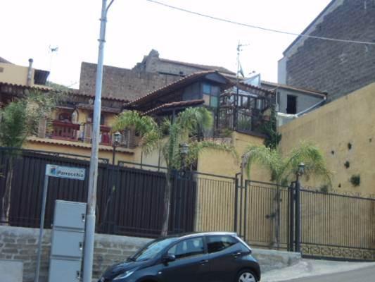 Soluzione Indipendente in vendita a Caserta, 4 locali, zona Zona: Tuoro, prezzo € 155.000 | CambioCasa.it