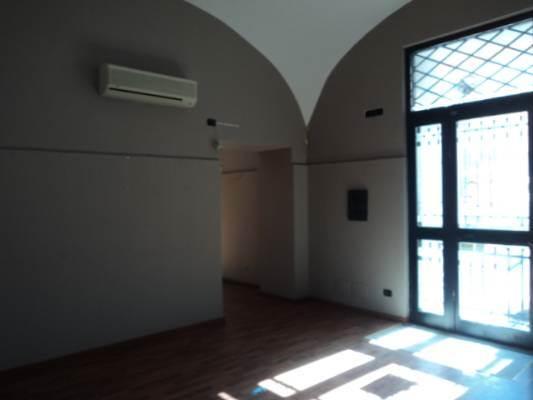 Negozio / Locale in affitto a Caserta, 3 locali, prezzo € 1.000 | CambioCasa.it