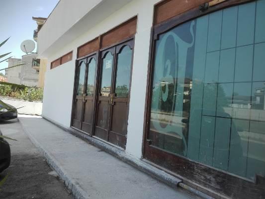 Negozio / Locale in affitto a Caserta, 2 locali, prezzo € 2.500 | CambioCasa.it
