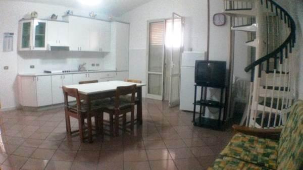 Appartamento in affitto a Partinico, 4 locali, prezzo € 280 | CambioCasa.it