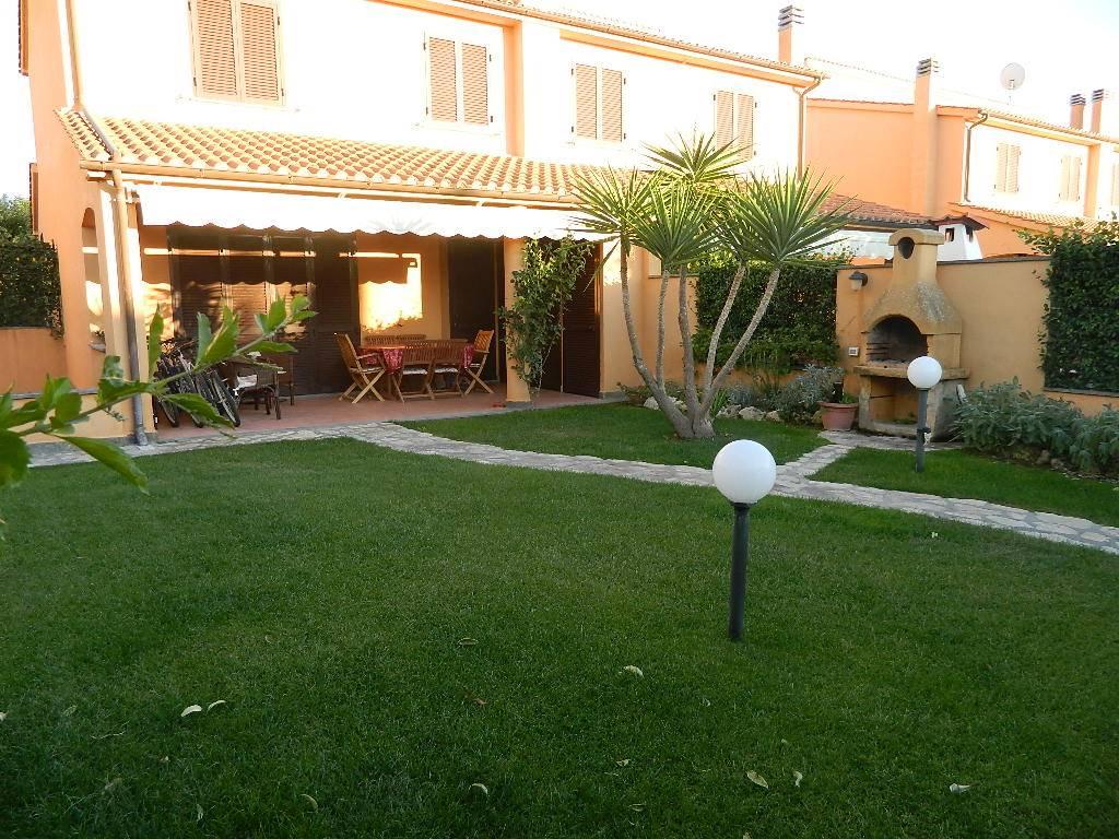 Foto - Villa In Vendita  Montalto Di Castro
