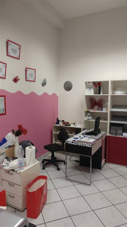 negozio  in Affitto a Modena