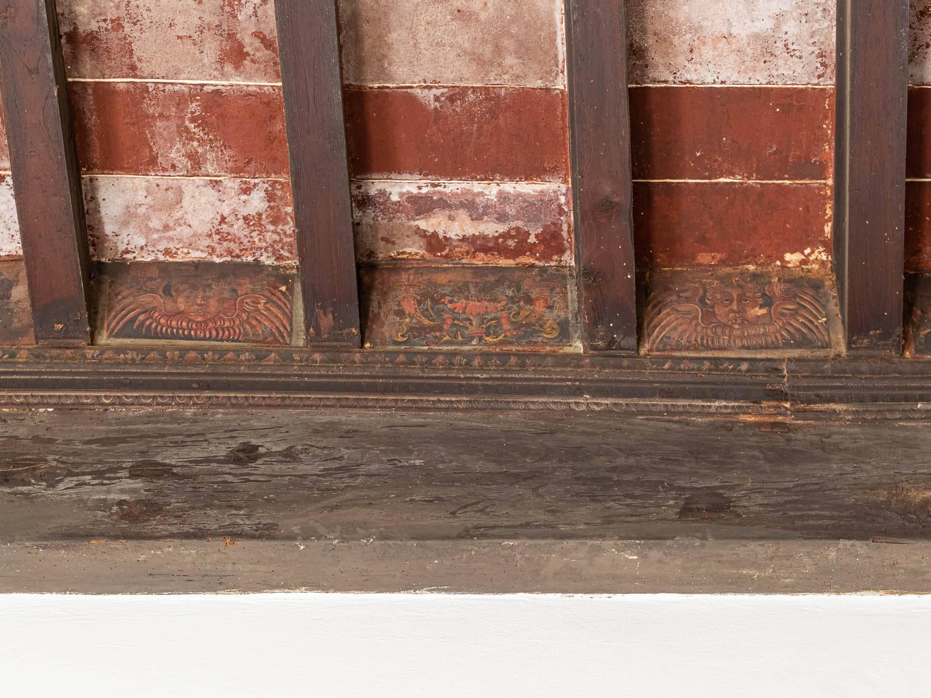 particolare soffitto con travi a cassettoni