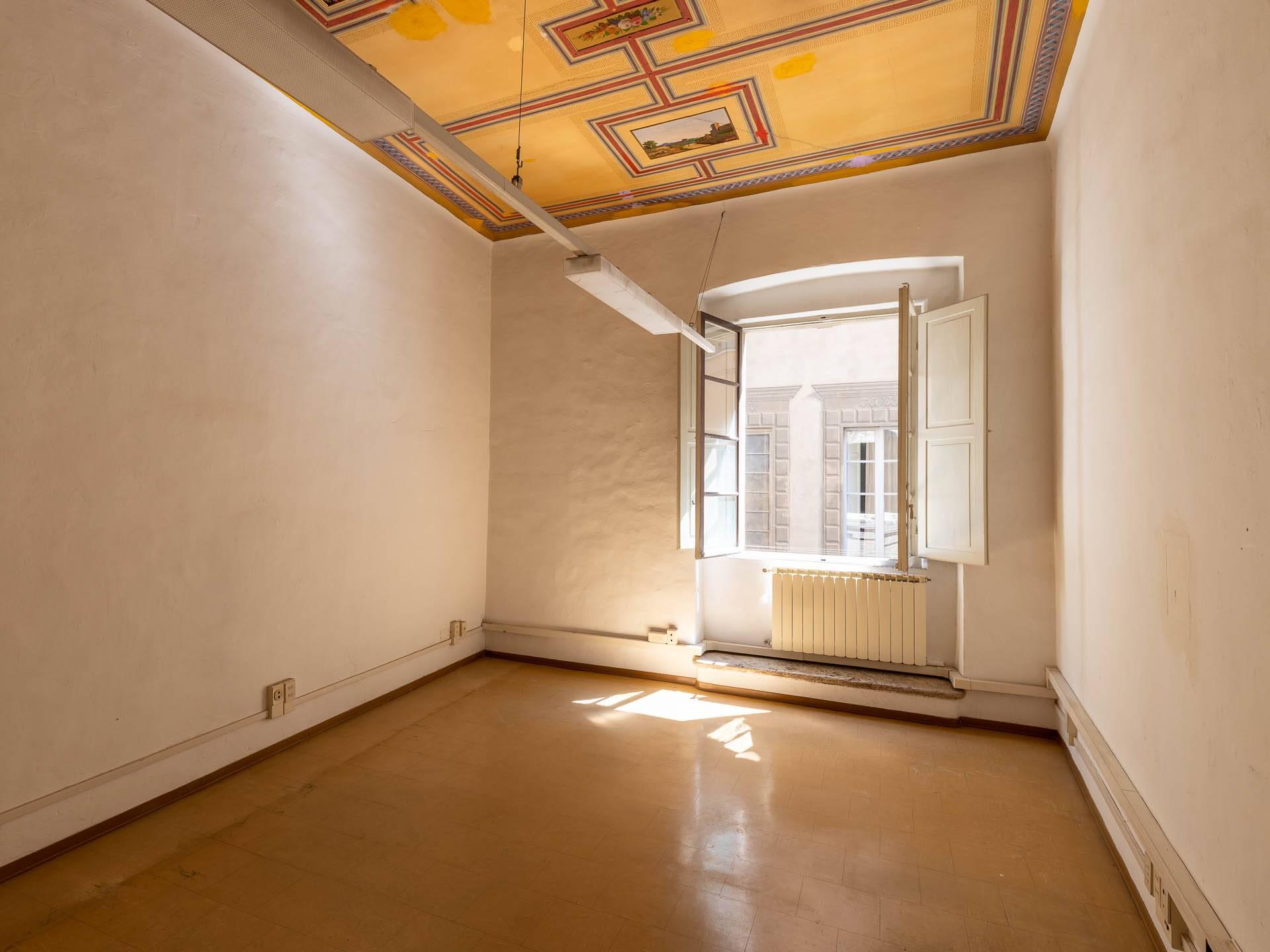 vano con soffitto decorato2