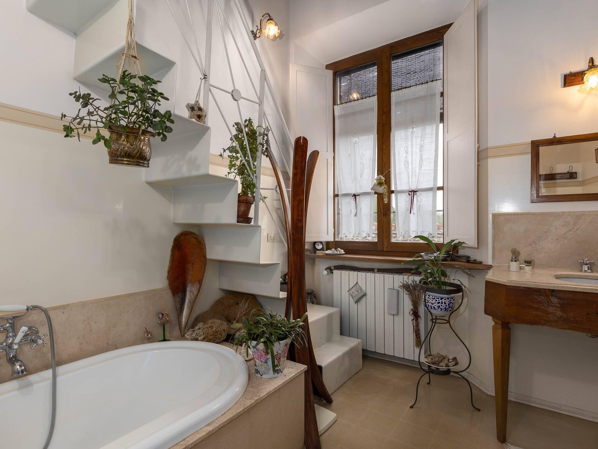 bagno con soppalco