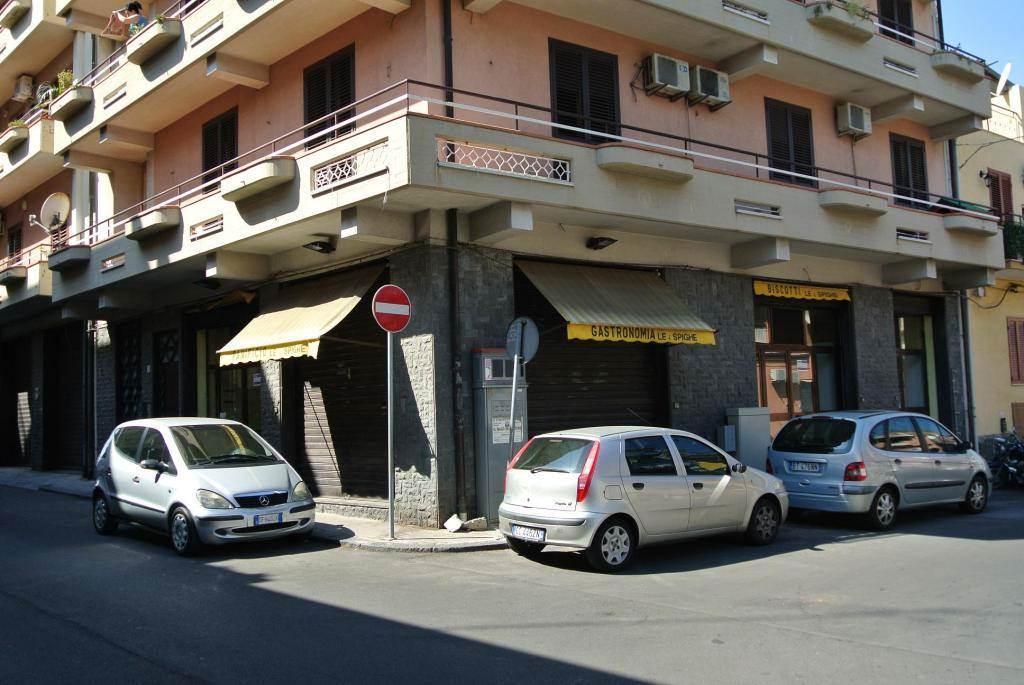 Attività commerciale Bilocale in Affitto a Catania