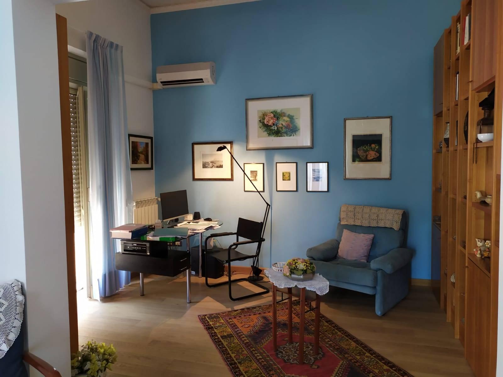 Zona studio del salone