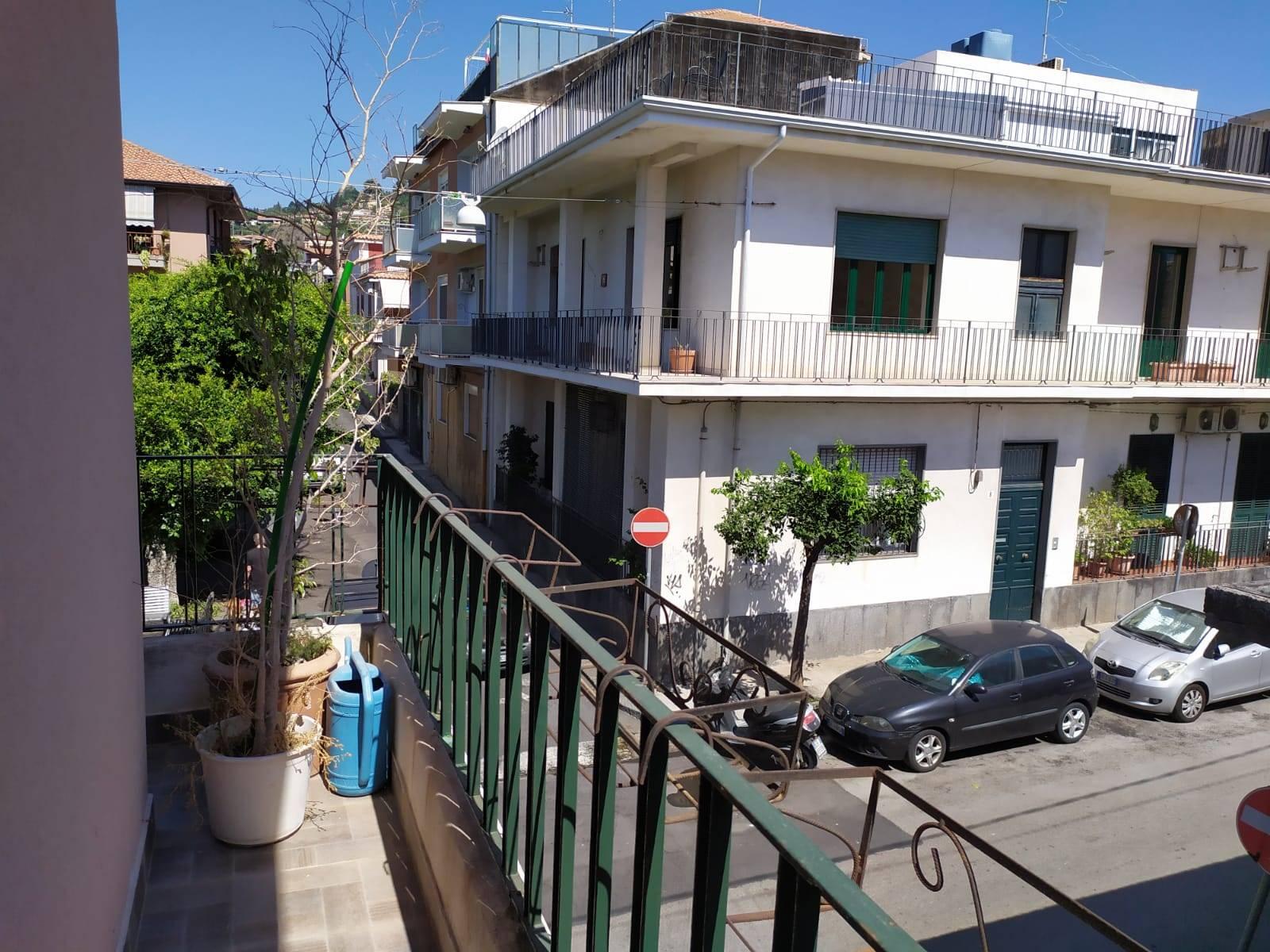 Balcone su strada principale