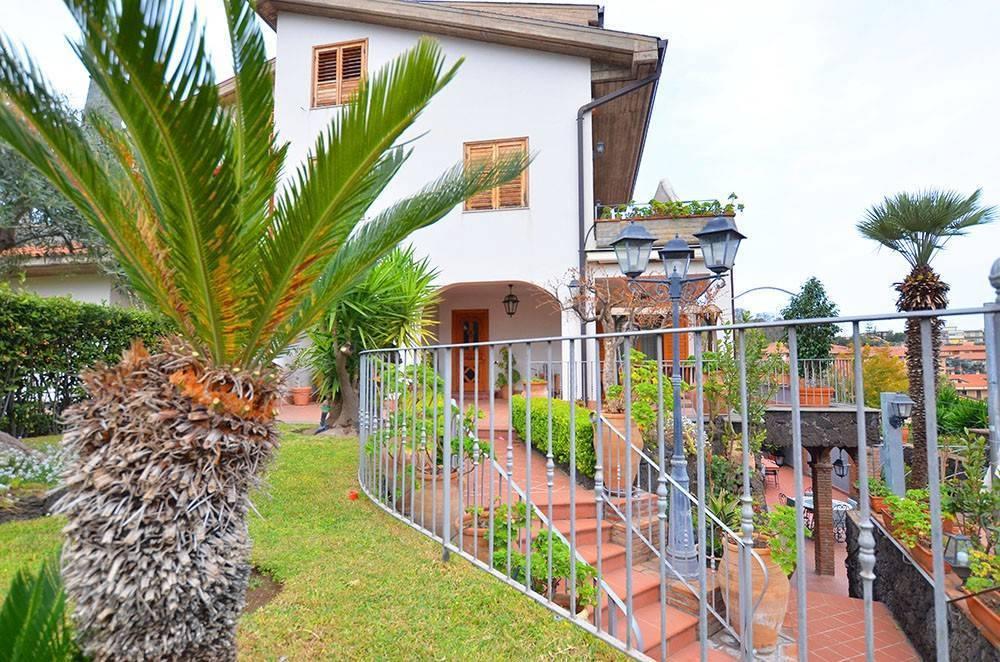 Villa-Villetta  in Vendita a Sant'Agata Li Battiati