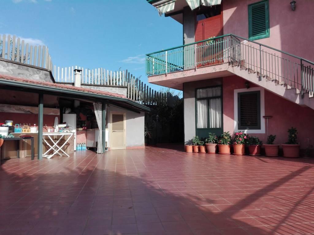 Villa-Villetta  in Vendita a Gravina Di Catania