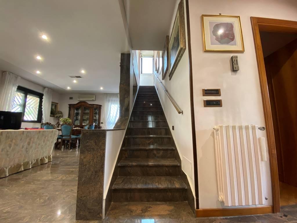 interno villa castelletti re