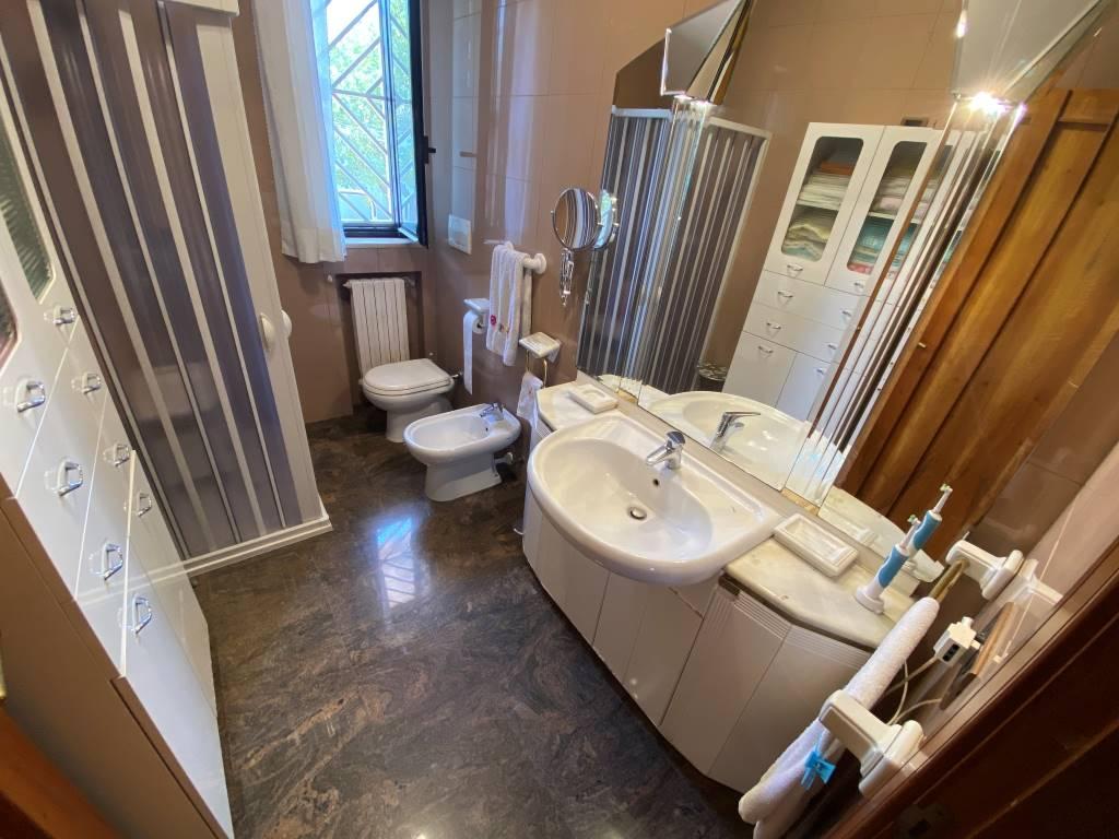 bagno villa castelletti re