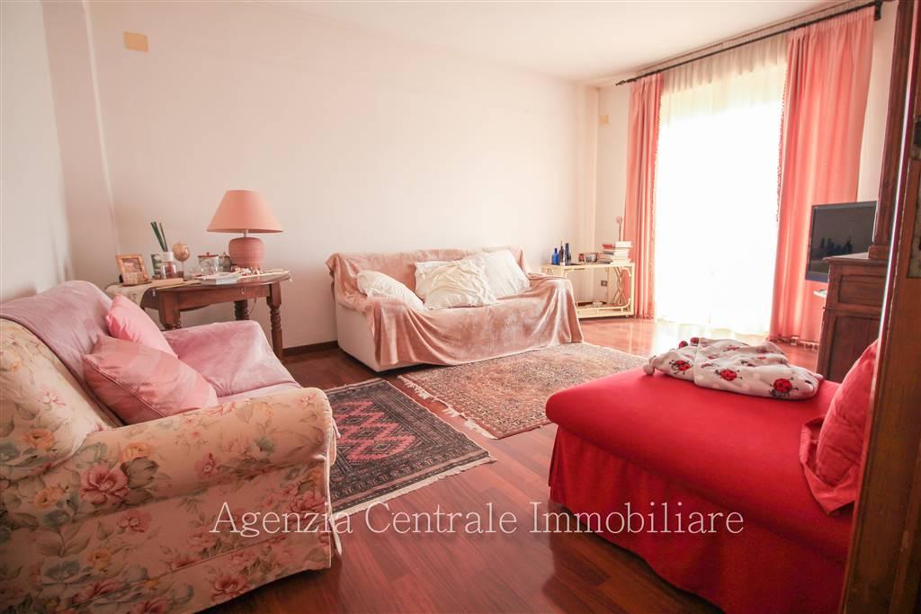 Appartamento in vendita a Grosseto, 4 locali, zona Località: STADIO, prezzo € 175.000 | CambioCasa.it