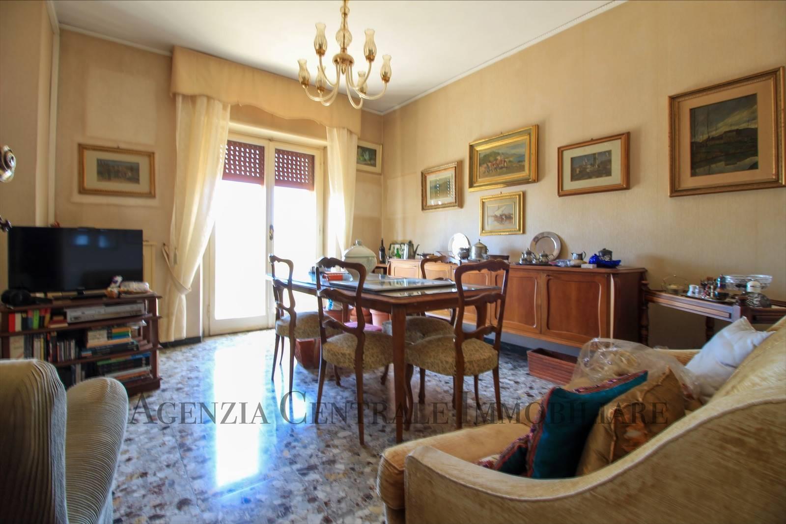 Appartamento in vendita a Grosseto, 5 locali, zona Località: CENTRO CITTÀ, prezzo € 200.000 | CambioCasa.it