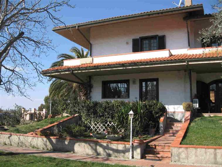 Villa a schiera, Grosseto, abitabile